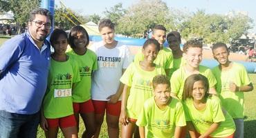 Colégio Municipal Alvorada, de Natividade, supera expectativas no atletismo e sai com três medalhas