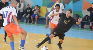 Escolas da Zona Oeste dão show e estreiam com o pé direito no futsal 2017