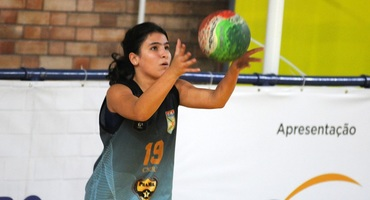 Com 11 pontos e passes perfeitos, Camila comanda a vitória na estreia do Colégio Militar no vôlei sub-15 não federado