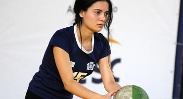 Com apenas 1,53m, Maria Eduarda vence a própria desconfiança e se torna uma das armas do GEO Samaranch no vôlei