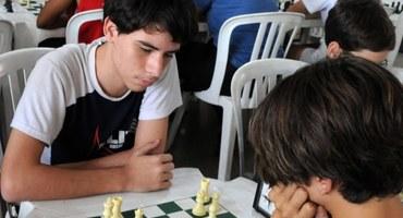 Com apenas 14 anos, Pedro é bicampeão do xadrez sub-18 federado masculino no 37° Intercolegial Sesc O GLOBO