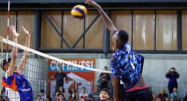 Com apenas 15 anos, Maicon lidera título do Elite no vôlei sub-18 federado do alto de seus 2m12 de estatura