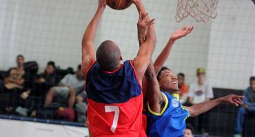 Com duas vitórias nas disputas pelo bronze do basquete, Lisam faz bonito no ginásio do Sesc Ramos