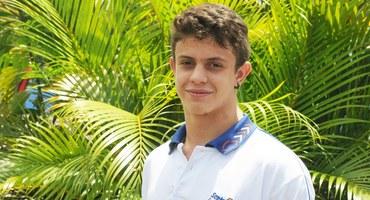 Com seus cabelos loiros e olhos claros, Vitor Gomes encanta o público e mostra talento nos tatames
