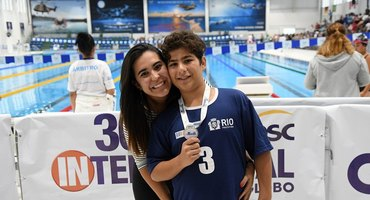 Com três ouros na disputa da natação, Gustavo dá continuidade aos bons resultados de seu irmão Murilo