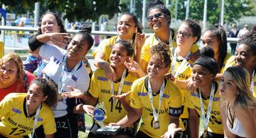 Divisão de títulos no futsal, com seis escolas campeãs em igual número de categorias