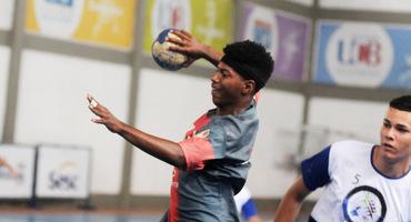 Estreia do handebol tem 184 gols em sete confrontos, no ginásio do CAp Paulo Gissoni, em Realengo