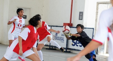 Evelyn, a bela goleira do Ciep Carlos Drummond, tem boa atuação mas não evita derrota para o Odete São Paio