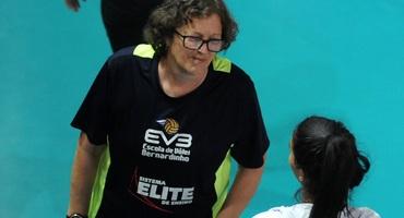 Ex-jogadora da seleção brasileira de vôlei, Heloísa Roese faz parte da comissão técnica do Sistema Elite
