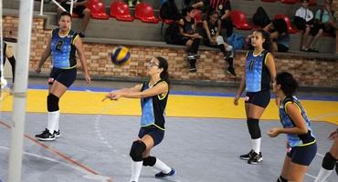 Favoritos dão as cartas e se classificam na estreia do vôlei disputada no Sesc Tijuca