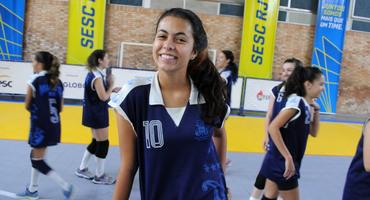 Incentivada a jogar vôlei pelo Marista, Nina toma gosto e agora quer praticar mais esportes