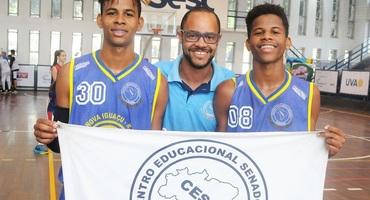 Irmãos Matheus e Felipe comandam classificação do Senador Camará para final do basquete sub-18