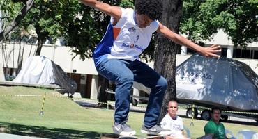 João Gabriel, do Colégio Ressurreição, é campeão sub-14 na estreia do skate no Intercolegial
