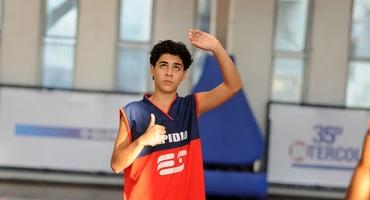 Muso das semifinais do basquete, João Vitor, do Elpídio da Silva, quer seguir carreira no esporte