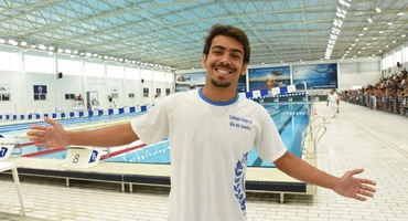 Nadador do Pedro II e do Flamengo, Lohan está dividido entre o esporte e a universidade