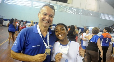 Pai e filha, Eraldo Correa de Souza e Ana Júlia são campeões no handebol