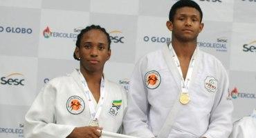 Renan vence o primo Caíque e leva a medalha de ouro na categoria 17/18 anos federada até 81kg no judô do 37° Intercolegial Sesc O GLOBO