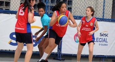 Santa Mônica Centro Educacional e Censa são os únicos que disputarão duas finais do basquete, cada um