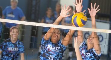 Sonho de ser atleta profissional não deixa que a bela Vitória, camisa 13 do Sistema Elite, se esqueça do futuro