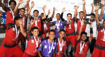 Time sub-14 livre masculino do Colégio Estadual Antônio da Silva encerra temporada de 2019 com medalha de bronze