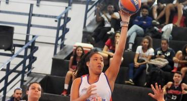 Vice-campeã sub-18 federada do basquete 3x3, Arianny joga sob olhares de Adrielly, irmã mais velha que a incentivou a praticar o esporte