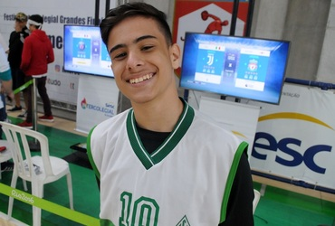 Amante dos games, Gustavo Alonso mostra domínio na arte do joystick na estreia do Games FIFA 2019 no Intercolegial