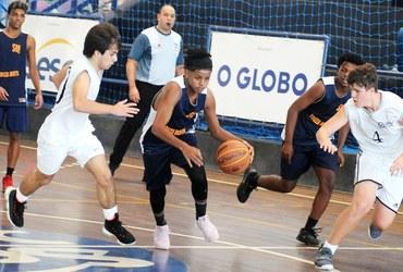Armador do Instituto Souza Motta, Henrique é o primeiro candidato a muso na estreia do basquete, disputada no Sesc Ramos