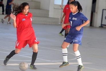 Artilheira e camisa 7 do GEO Doutor Sócrates, Daniele tem apenas 14 anos e é fã de Neymar e Messi