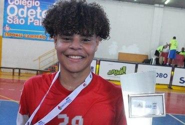Autor de três gols na vitória do Odete São Paio, João Vitor é fã do funk carioca e pede 'Baile do Escadão' nos gols do Fantástico