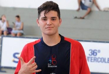 Camisa 10 do Pio XI no handebol, Yan quer mesmo é ser goleiro no futebol de campo