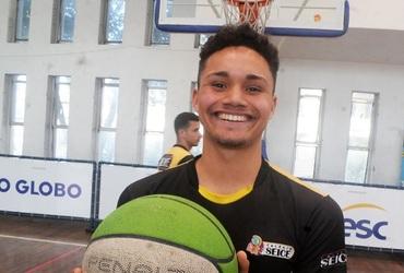 Candidato a muso e multi-atleta, Matheus mostra toda sua paixão pela namorada