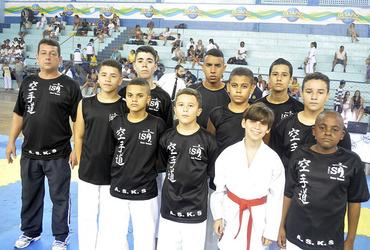 Centro Educacional Souza Amorim mostra força no caratê