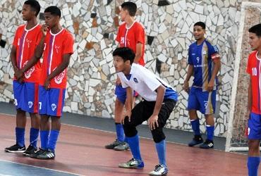 Com estilo peculiar nas quatro linhas, Marcos Vinícius, goleiro do Ciep Guilherme da Silveira se mostra focado no futebol e nos estudos