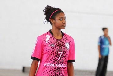 Com faro de artilheira, Karine marca 14 gols na vitória do Cesc Camaradinha no handebol sub-18
