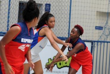 Encantadora, Arianny marca dez pontos e mostra talento na vitória do Santa Mônica Centro Educacional no basquete sub-18 federado
