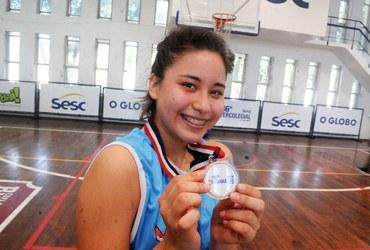 Fã da NBA e apaixonada por basquete, Alison, atleta do ADN Master, quer cursar medicina