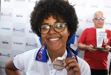 Fã de samba e de xadrez, Victória mostra gingado no pé e voz de cantora na disputa da modalidade no Inter 2019