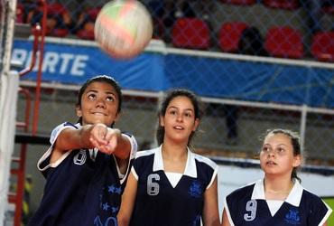 Feriado prolongado terá sequência do vôlei, com 11 partidas, a partir das 9h, no ginásio do Sesc Tijuca