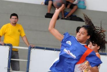 Jéssica marca dois gols na vitória do Santa Mônica Centro Educacional e brigará por seu segundo título no handebol do Inter