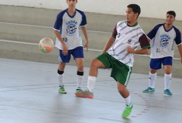 João, do CEM Itaguaí, quer seguir os passos do irmão mais novo, que atua pelo Botafogo