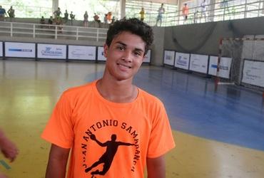 Multiatleta e muso das quartas de final do handebol, Vitor Hugo, de 14 anos, disputa seu último Intercolegial pelo GEO Samaranch