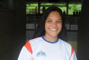 Musa das semi-finais do handebol, Aimée, do Santa Mônica Centro Educacional, mostra confiança no título