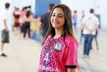 Talento pinçado pelo Cesc Camaradinha, Luiza esbanja simpatia e carisma nas semifinais do handebol