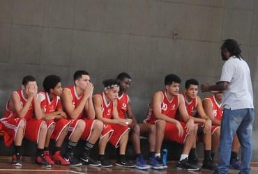 Vice-campeão no ano passado, Piraquara se classifica às quartas de final do basquete com vitória por um ponto sobre o Camões-Pinóchio