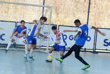 Zagueiro no campo e amigo de Vinícius Junior, João Vitor marca quatro gols na vitória por 10 a 0 do Paraíso