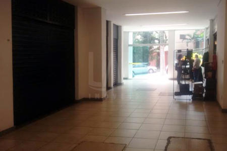Loja 22m²; piso em cerâmica; banheiro com piso e bancada em cerâmica;   Prédio bem localizado; revestido em pastilha.  Localização: Próximo a Avenida Barbacena.