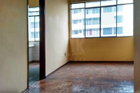 Excelente Apartamento com ótima localização aproximadamente 60 m², pintura nova, entre a Av. Olegário Maciel e a Rua dos Guaranis, próximo ao comercio, bem localizado.  Imóvel constituído de uma sala ampla para 2 ambientes, com piso em taco; 02 quartos amplos e piso em taco sendo uma suíte ampla com piso em cerâmica ; cozinha com bancada em granito, e piso em cerâmica; área de serviço arejada e clara . Prédio revertido em concreto aparente, portaria 24 horas; interfone circuito interno de TV, 02 elevadores.  IPTU 2016 isento.