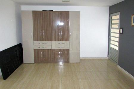 Excelente Kitinet  constituída em 30m²,01quarto amplo com armário,01 suíte toda revestida em cerâmica,01 cozinha com armário e fogão embutida.