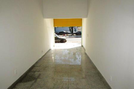 Excelente loja comercial, com 45m², constituída em 01 banho, piso todo em granito, loja nova, ônibus porta em um excelente ponto comercial.