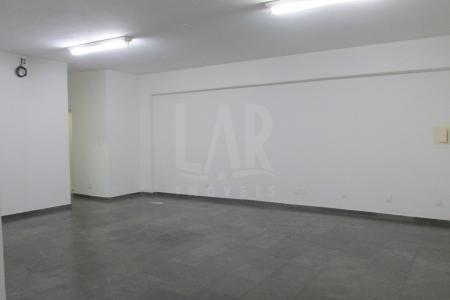 Excelente Loja de aproximadamente  110 m², bem localizada, 02 vagas, fácil acesso, piso em ardósia, pé direito duplo, próximo ao clube da policia militar e hospital mater dei.